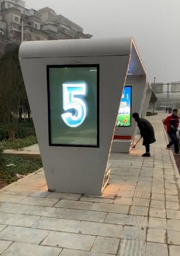 贵阳人民大道10个公交站无框透明led屏完美点亮!