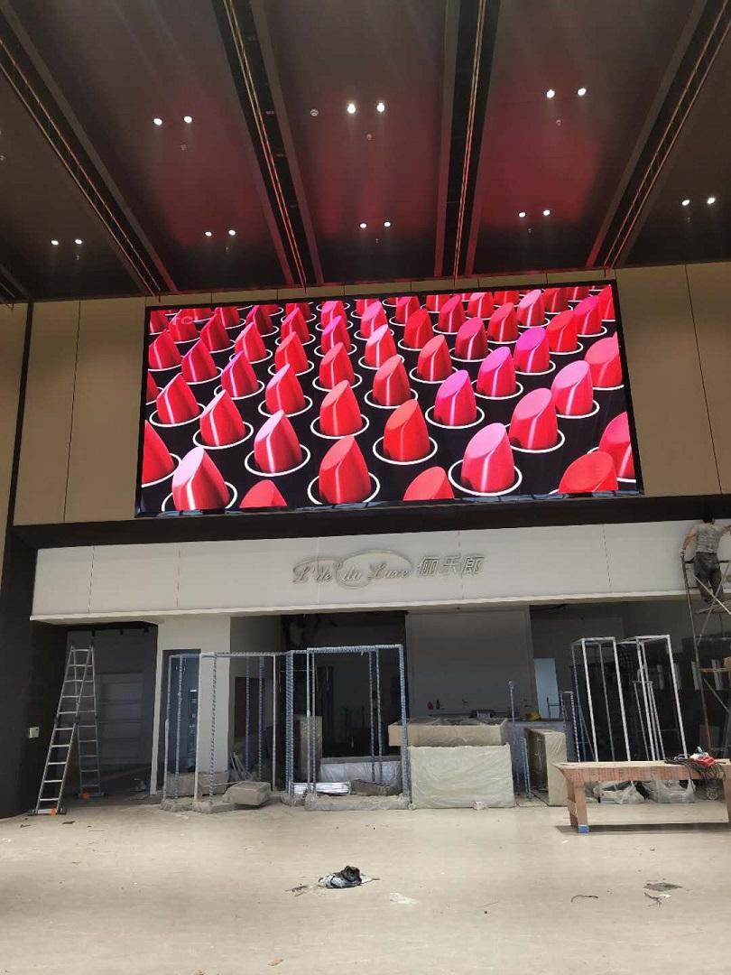沪苏通长江公铁大桥锦丰服务区LED全彩屏完美显示!